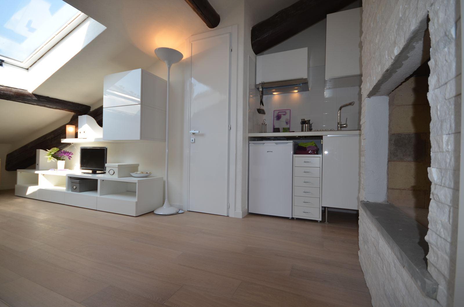 Cucine per mansarde basse cucine con penisola arredamenti per mansarde sedie poltrone offerte - Cucine per mansarda ...
