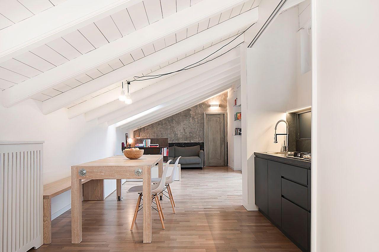 Una mansarda che sfrutta al meglio gli spazi pi bassi for Idee di design di mudroom