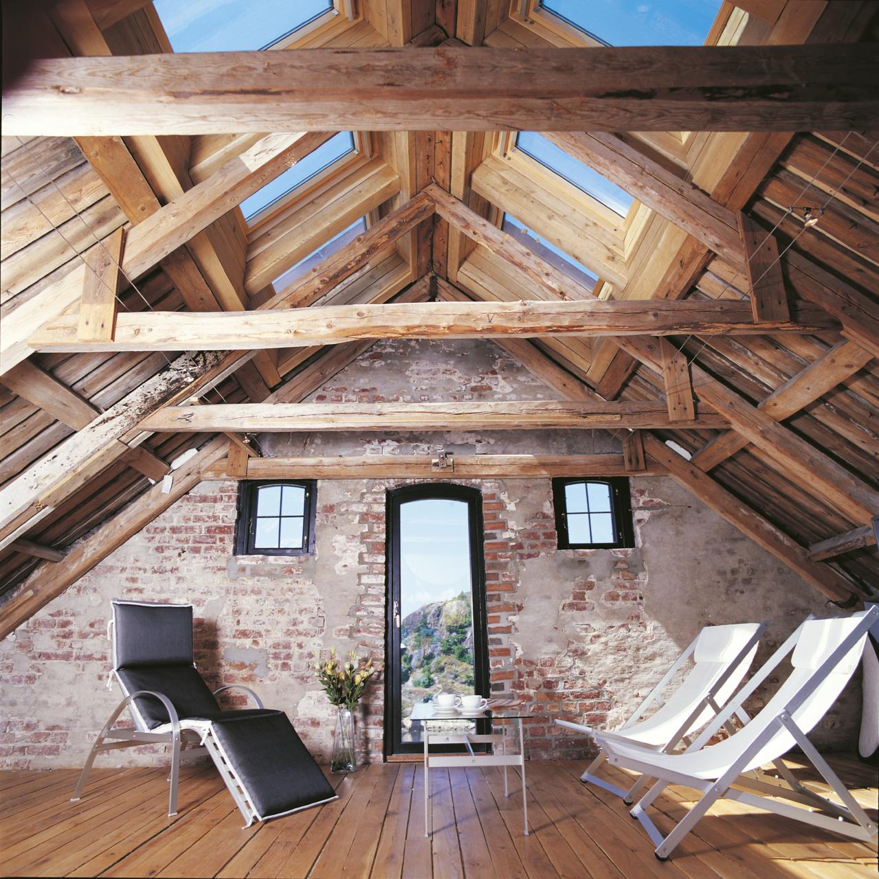 Vivere in un ambiente a doppia altezza for Costo tetto in legno al mq