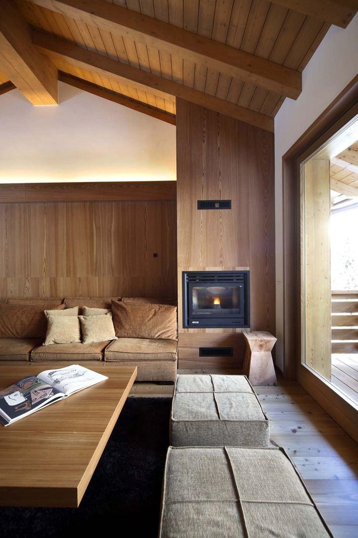 Una mansarda tutta di legno for Lo space senza pareti