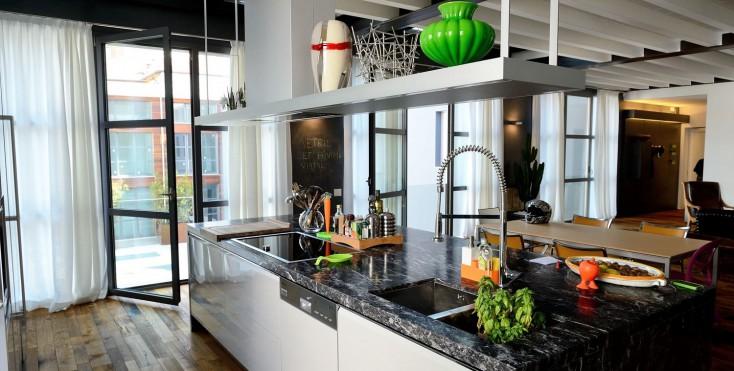 Un loft su due piani a brescia for Piani cottage con soppalco e grande cucina