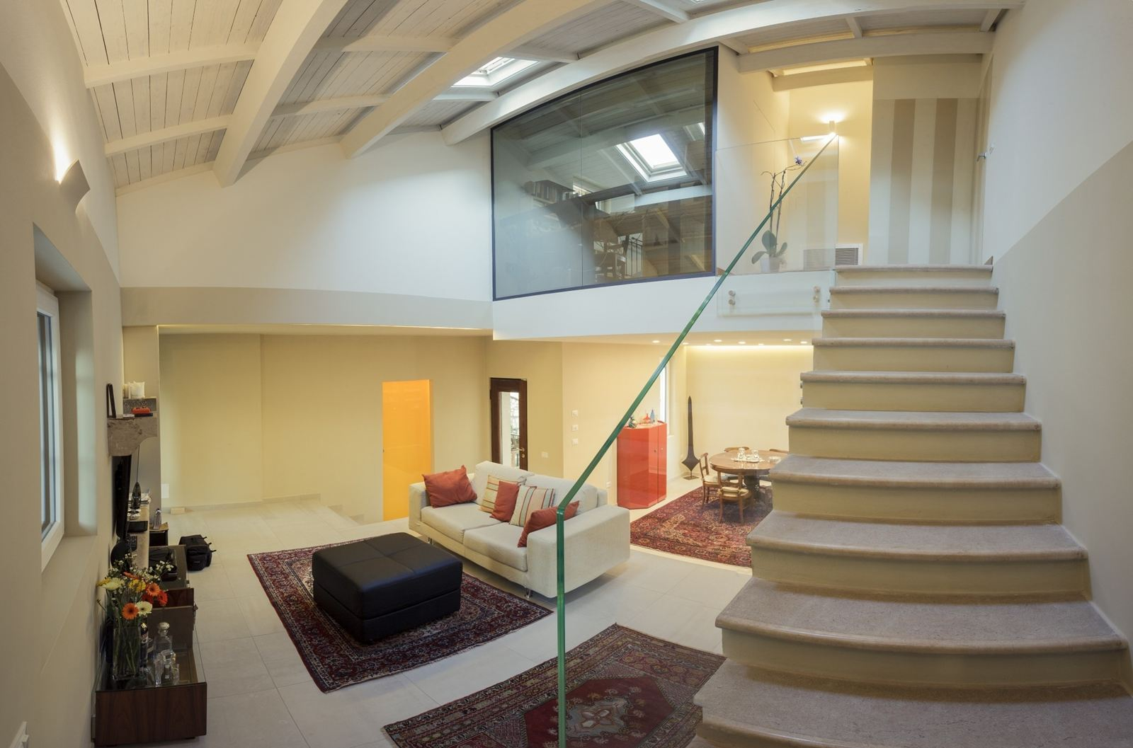 Una villa su due livelli in valpolicella for Seminterrato su due livelli