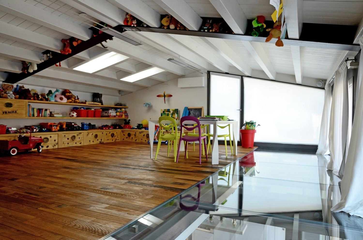 Un loft su due piani a brescia for How to build a garage loft