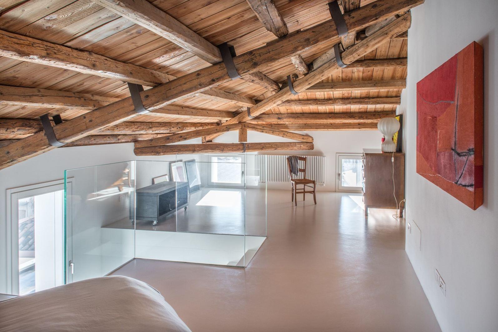 Da laboratorio a mansarda for Piano di costruzione in legno soppalco
