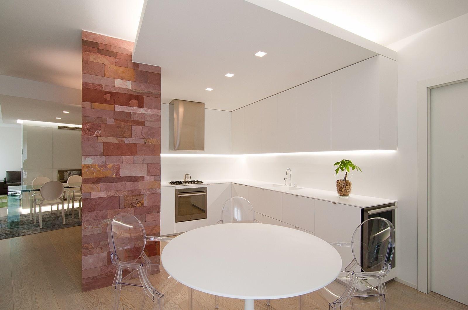 Un attico luminoso su due piani for Piccoli piani di costruzione della casa