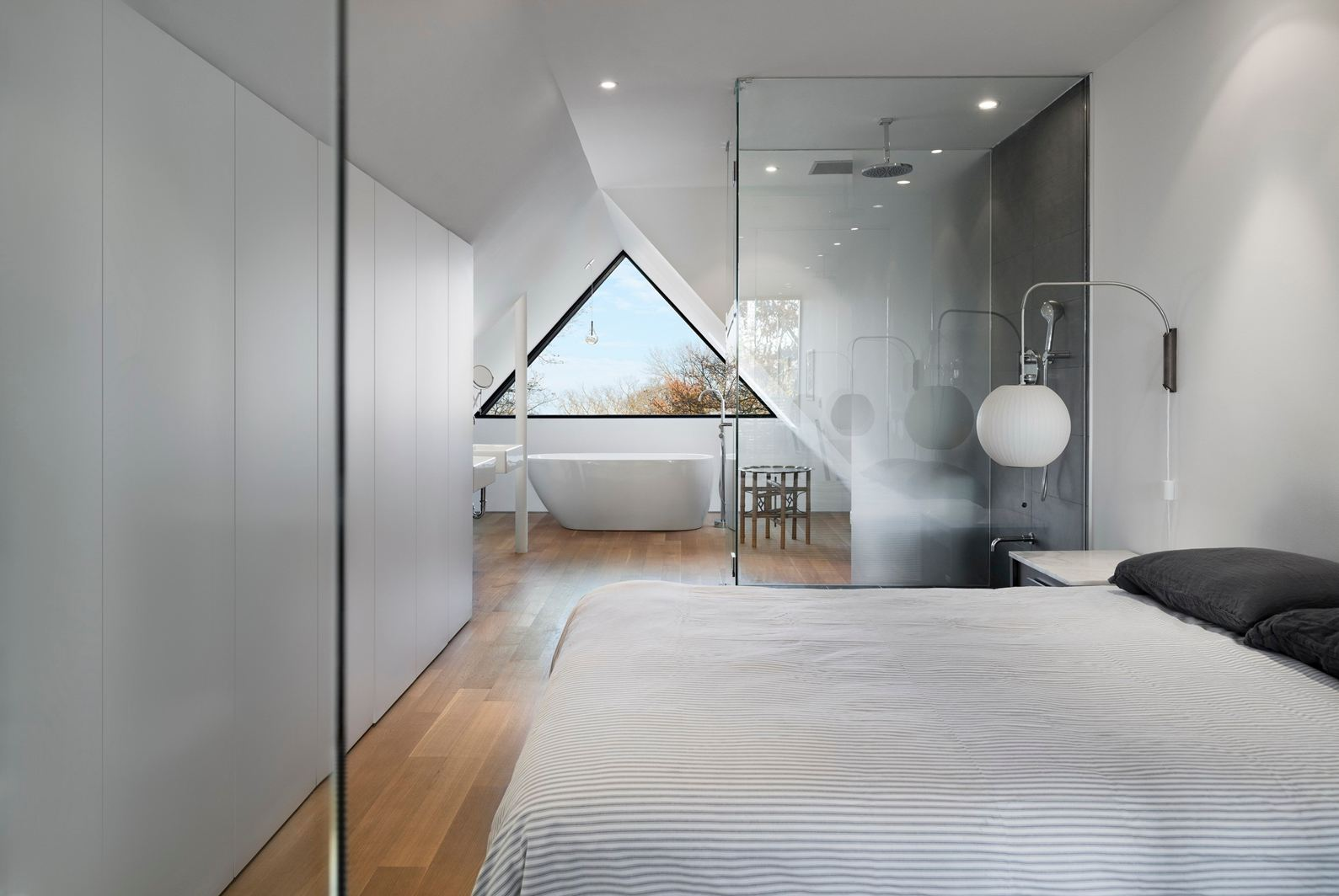 Bagno In Camera Con Vetrata : Grandi vetrate per un loft luminoso mansarda.it