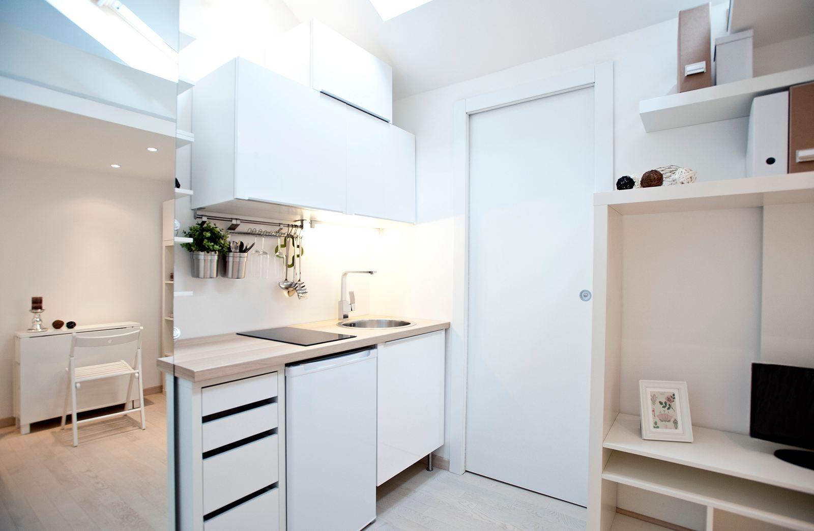 Un monolocale in mansarda a milano for Appartamenti barcellona 20 euro a notte