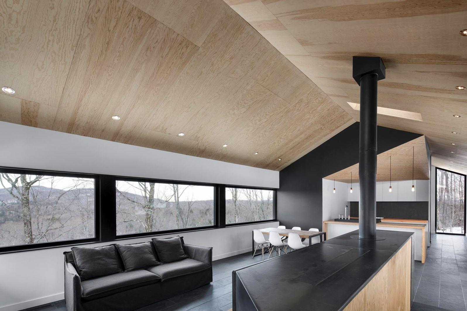 Una casa a contatto con la natura - Finestre a soffitto ...