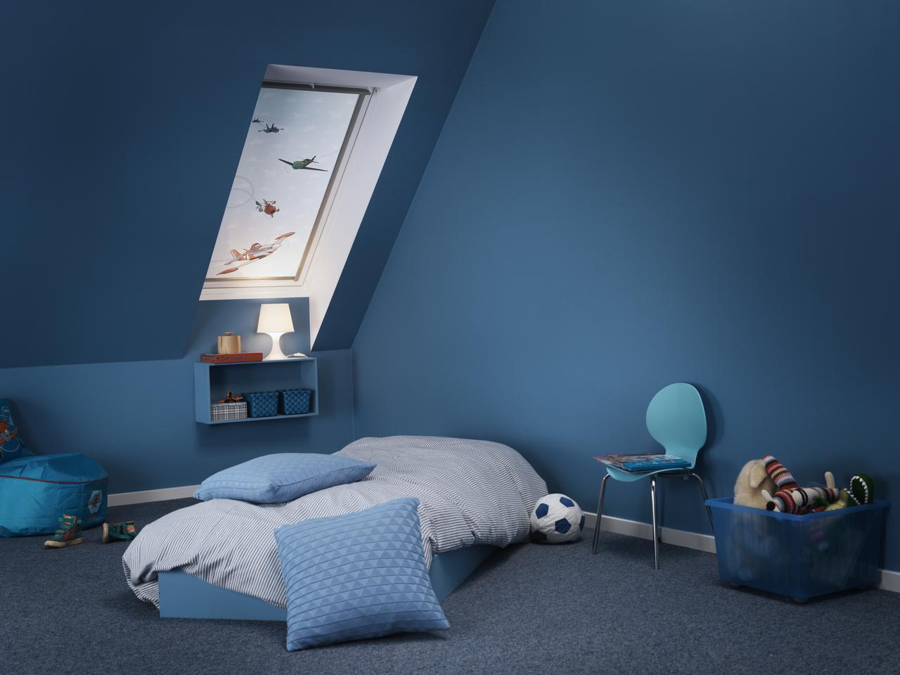 Una camera da letto blu per riposare meglio for Camera da letto matrimoniale in mansarda