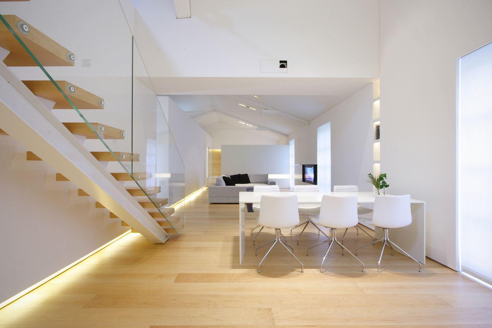 Un loft minimalista a como for Soggiorno minimalista