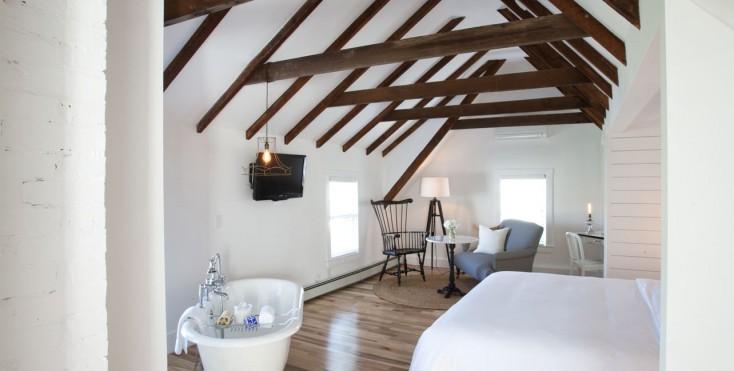 Una grande casa con il tetto in legno - Finestre pensione 2015 ...