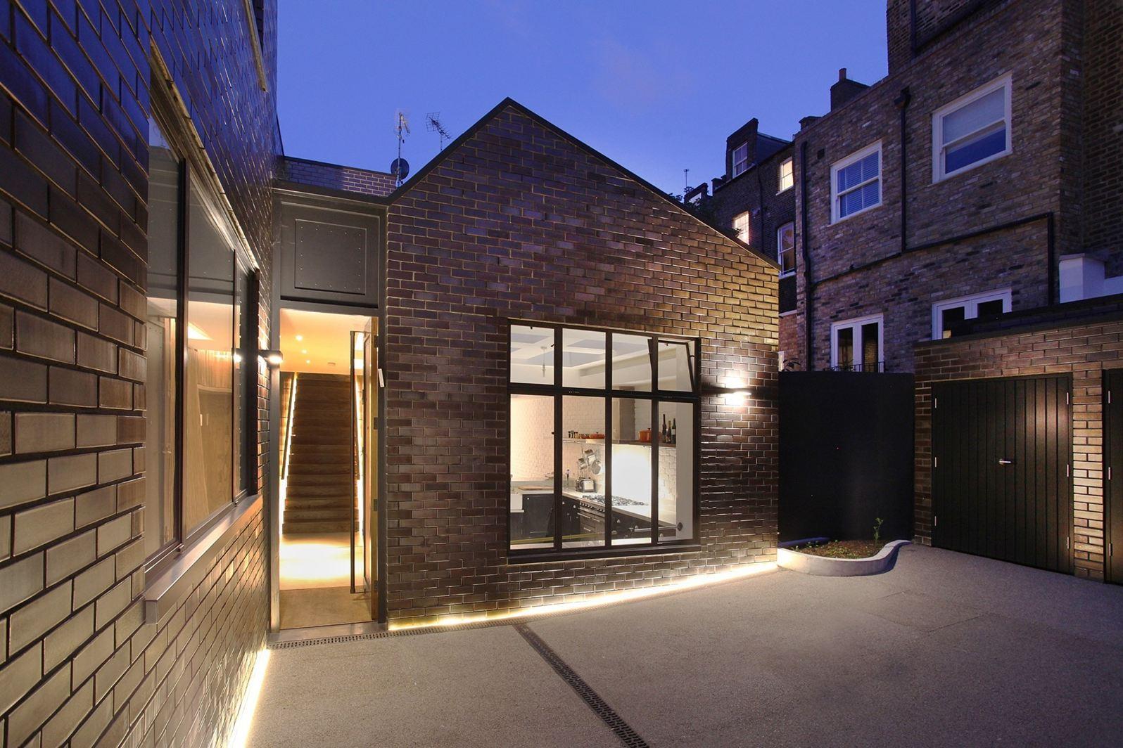 Un loft con la luce dall 39 alto for Garage con piani loft gratuito