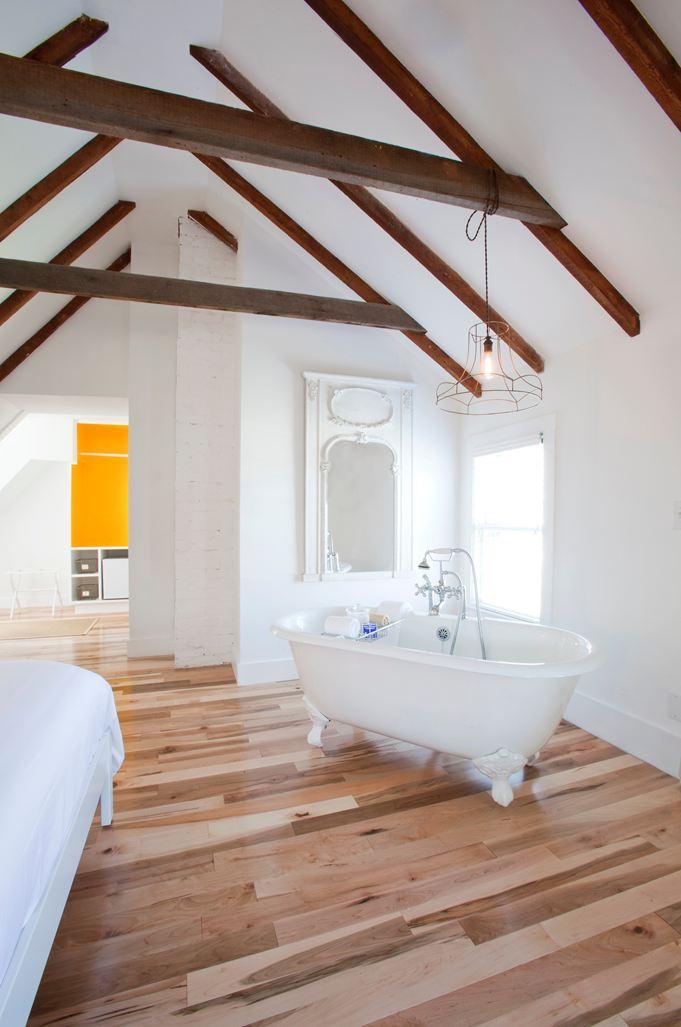 Una grande casa con il tetto in legno for Piani per la casa sulla spiaggia di cape cod