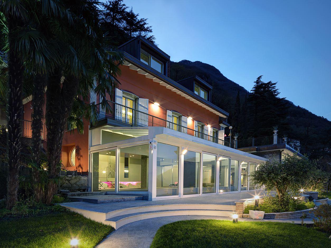 Una villa con la zona ospiti in mansarda for Piani di fattoria in pietra