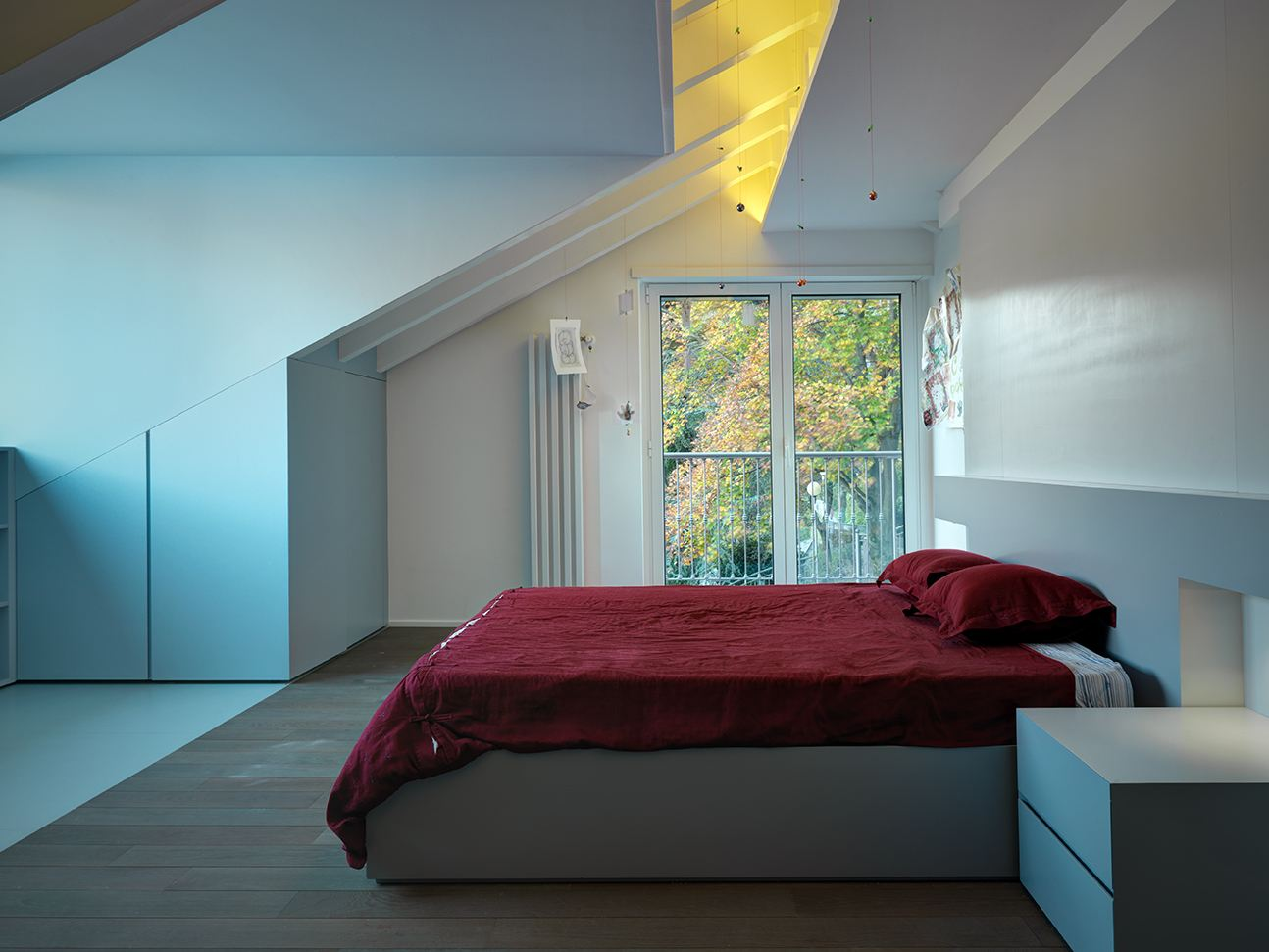 Camera Da Letto In Mansarda Bassa : Una camera per gli ospiti semplice ...