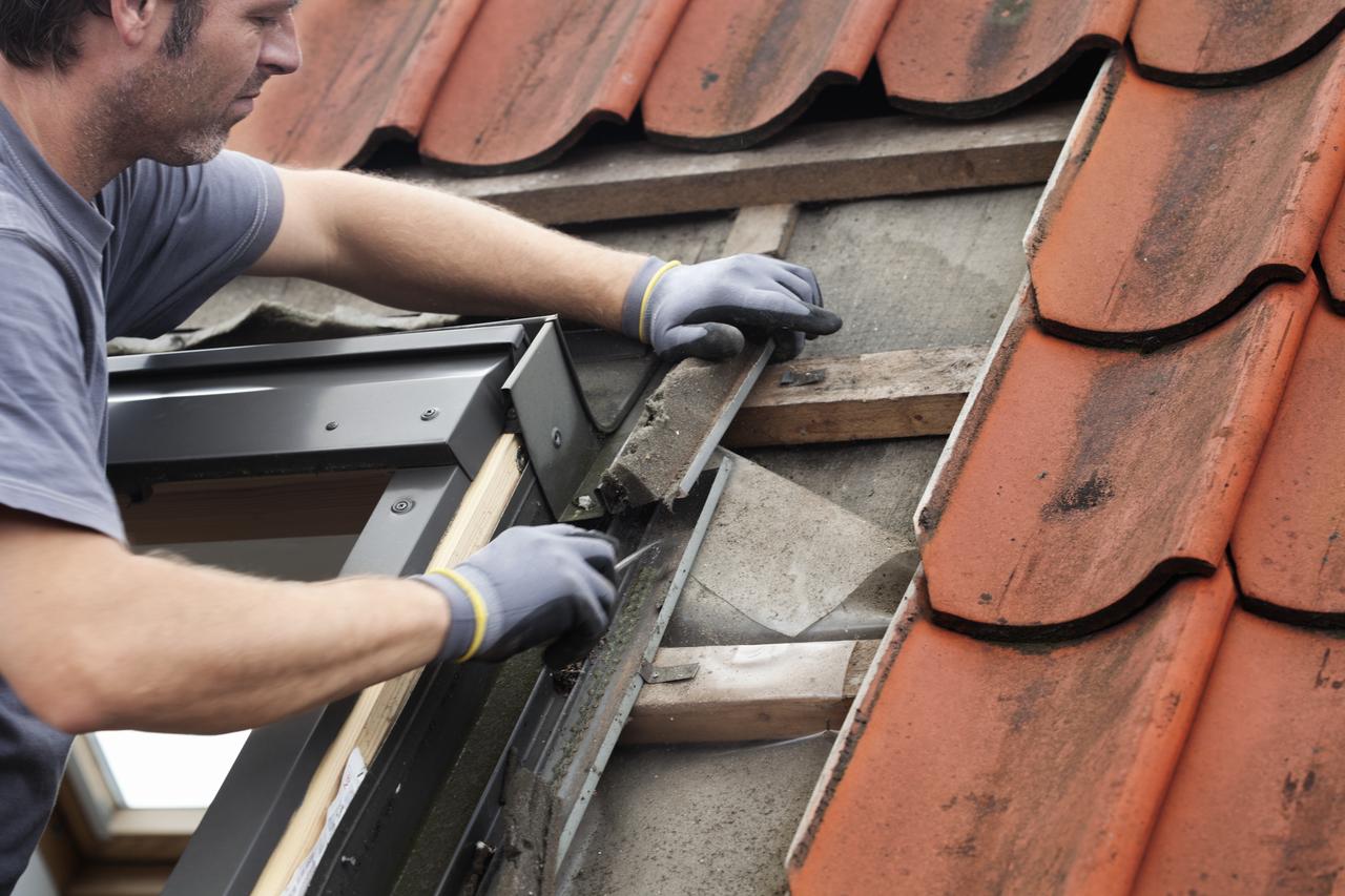 I 4 segnali che indicano che ora di sostituire la for Velux tetto in legno