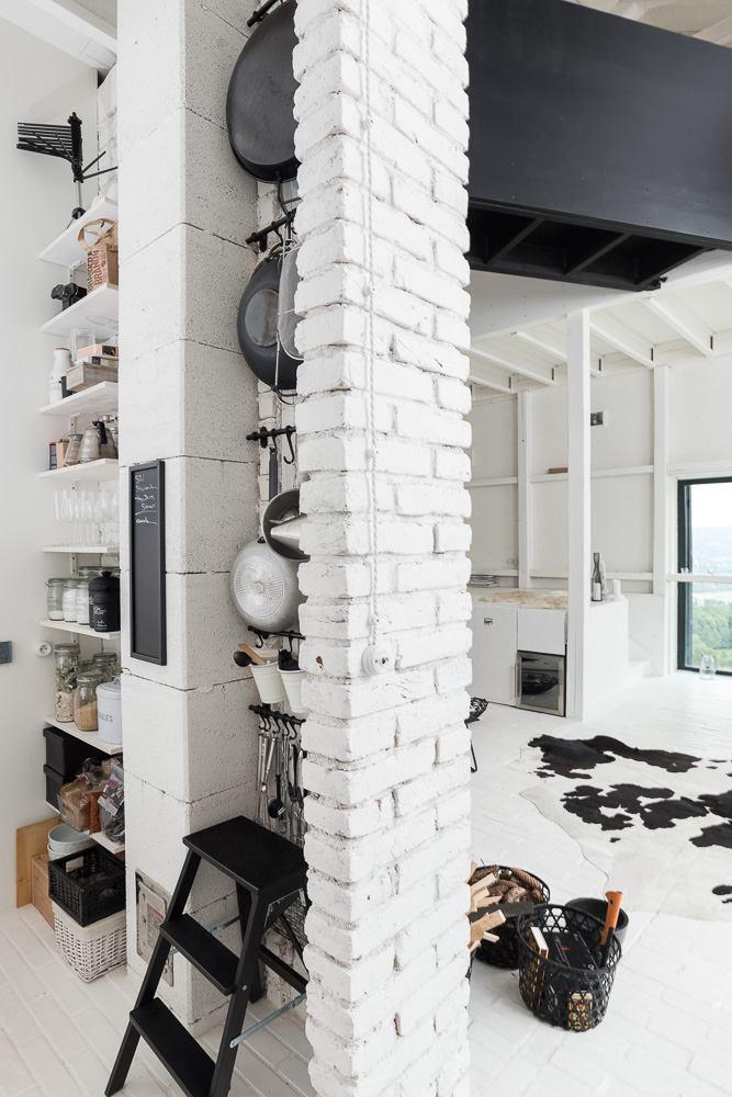 oooox-boooox-barn-kitchen4-via-smallhousebliss