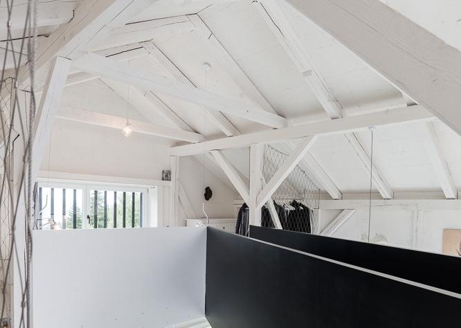 oooox-boooox-barn-loft-bedroom-ponte