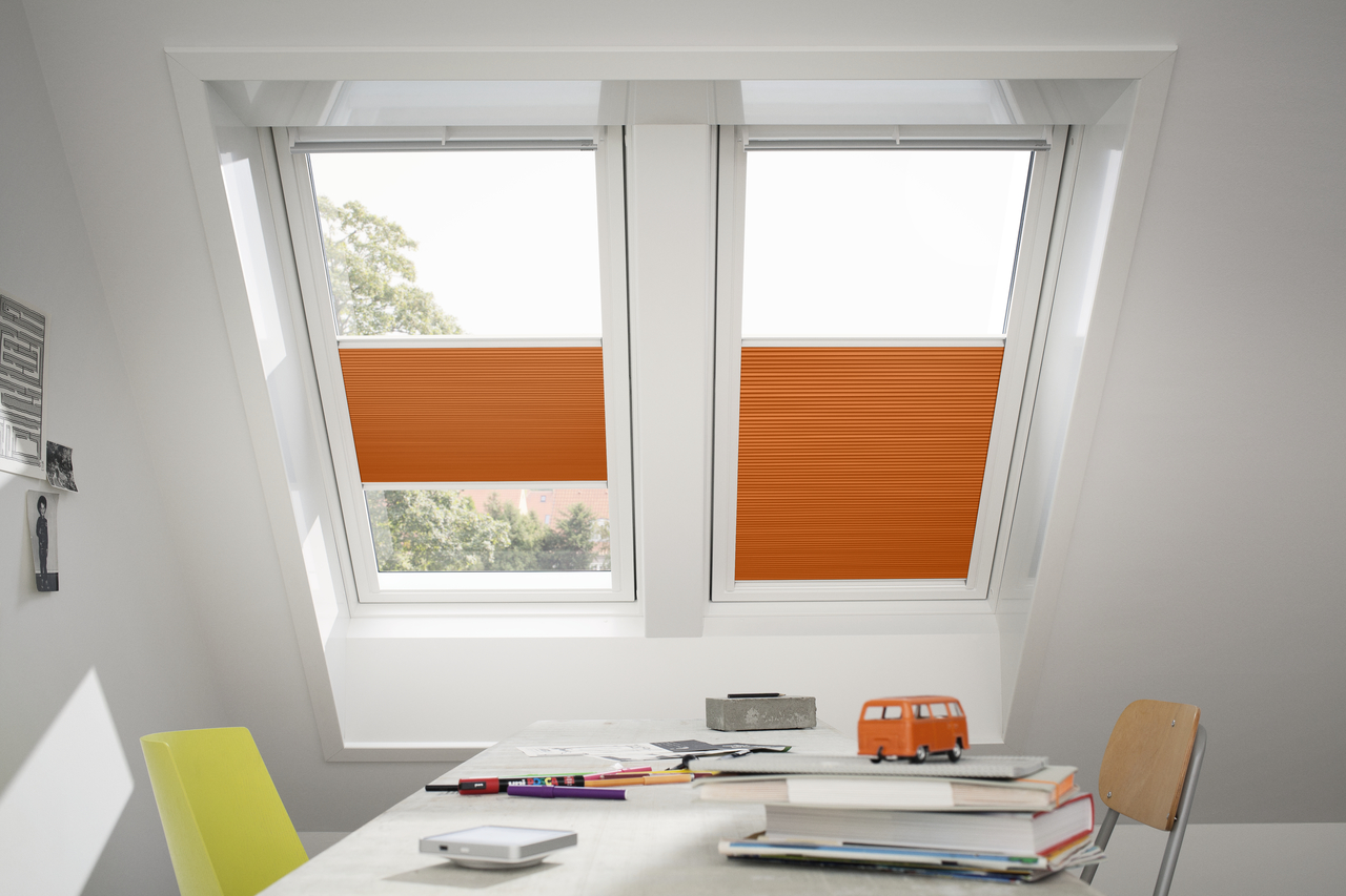 Come isolare le finestre della mansarda for Tapparelle per velux
