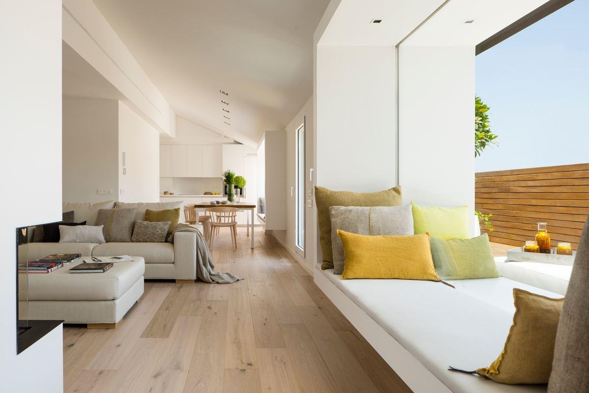 Un attico su due livelli con terrazzo - Finestra a due archi ...