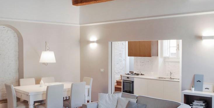Tetti con travi in legno a vista. cheap casa con tetto in legno with