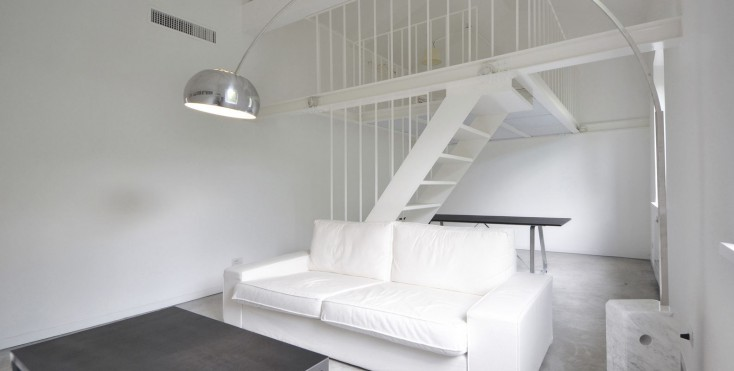 Un mini loft total white a roma   mansarda.it