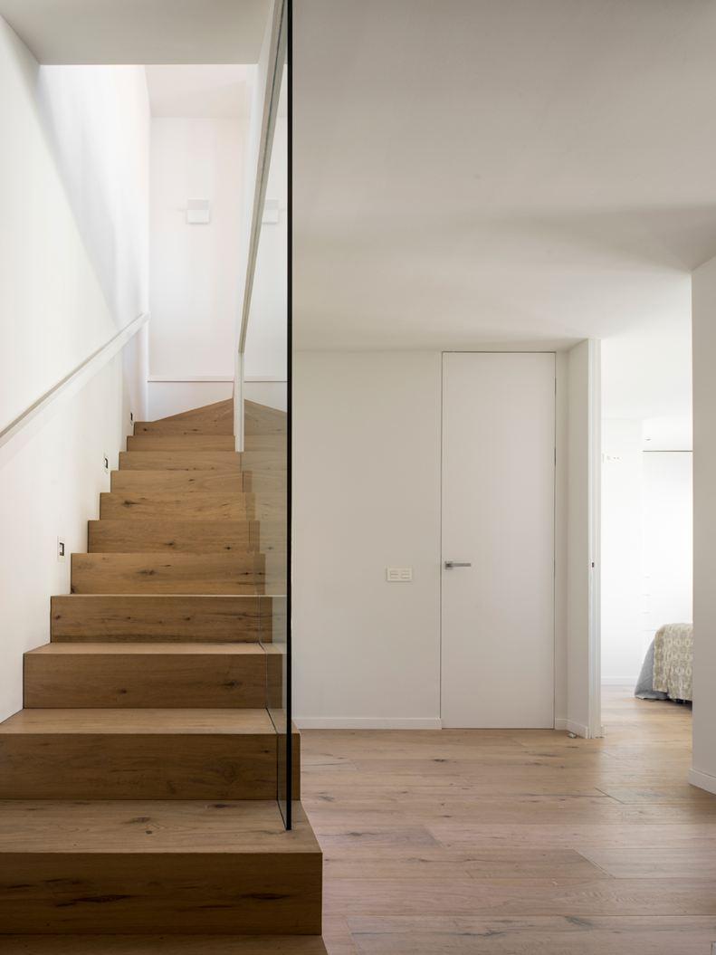 Un attico su due livelli con terrazzo for Appartamenti a 2 livelli