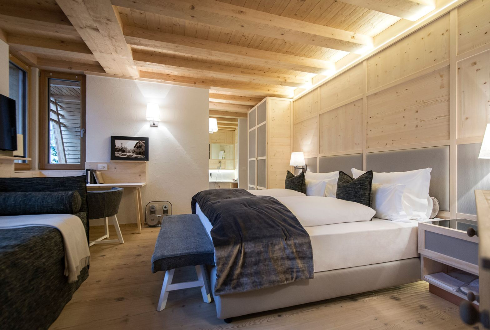 Uno chalet di montagna for Progetti di master suite
