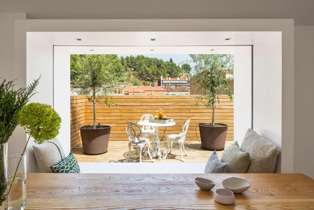 Un attico su due livelli con terrazzo mansarda
