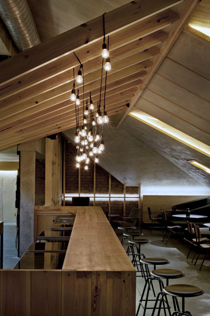 Open space for Illuminazione sottotetto legno