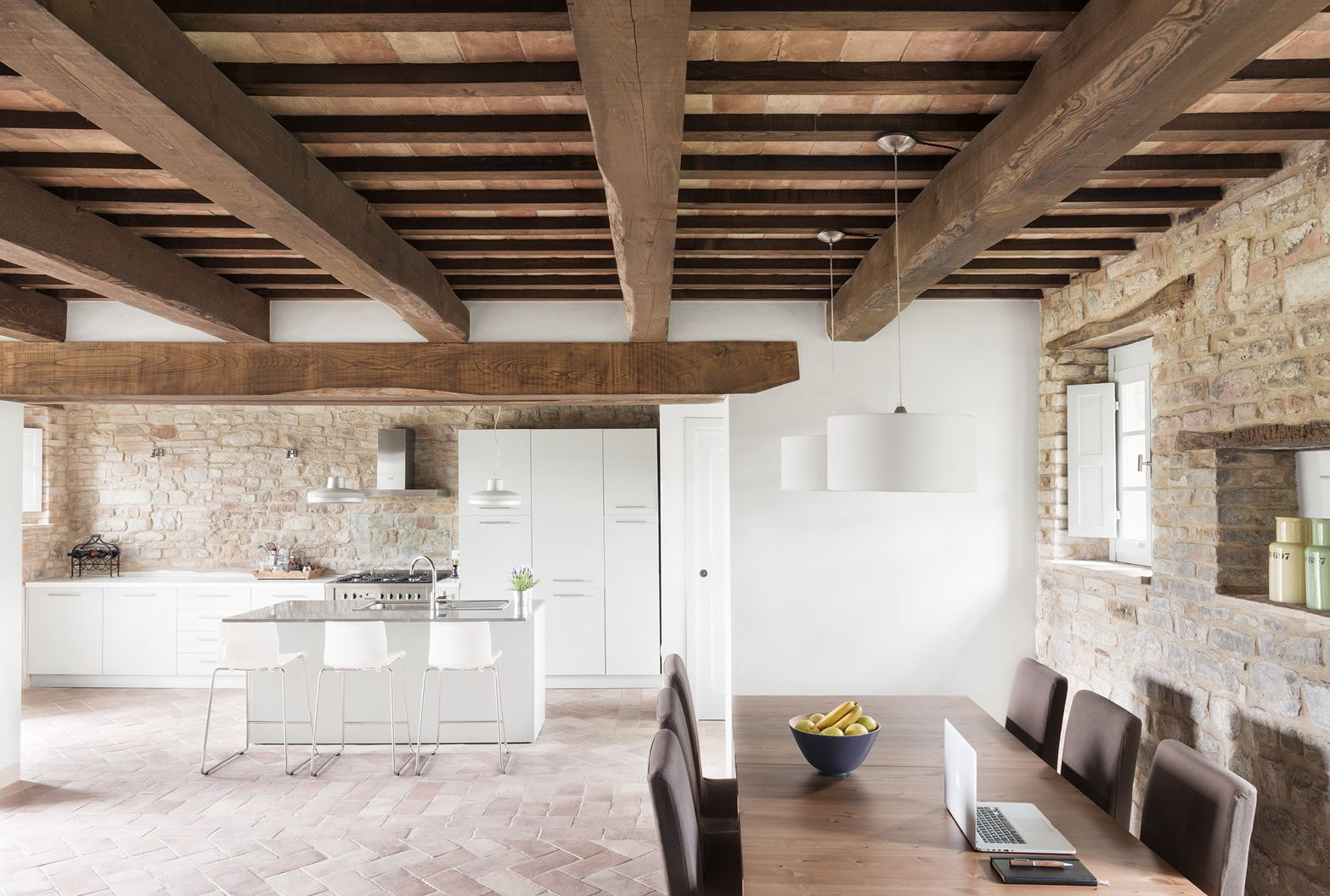 Il restauro conservativo di una villa di campagna for Interni ristrutturati
