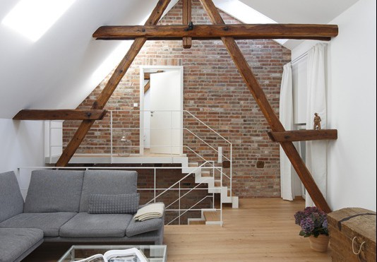 Trasformare un sottotetto in una zona giorno for Illuminazione sottotetto legno