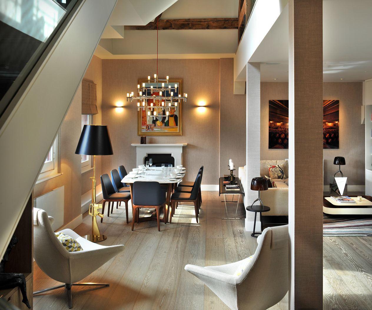 Una casa su tre piani con mansarda for Foto case arredate moderne