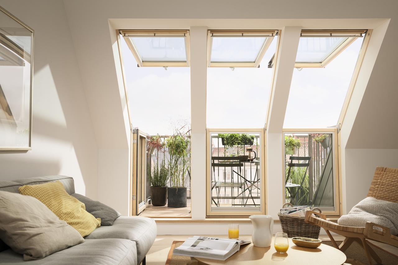 Balconi con finestre per tetti for Finestre velux su amazon