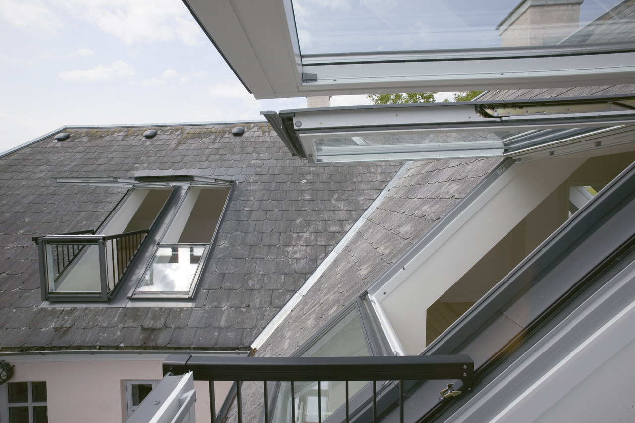 Balconi con finestre per tetti - Finestre mansarda prezzi ...