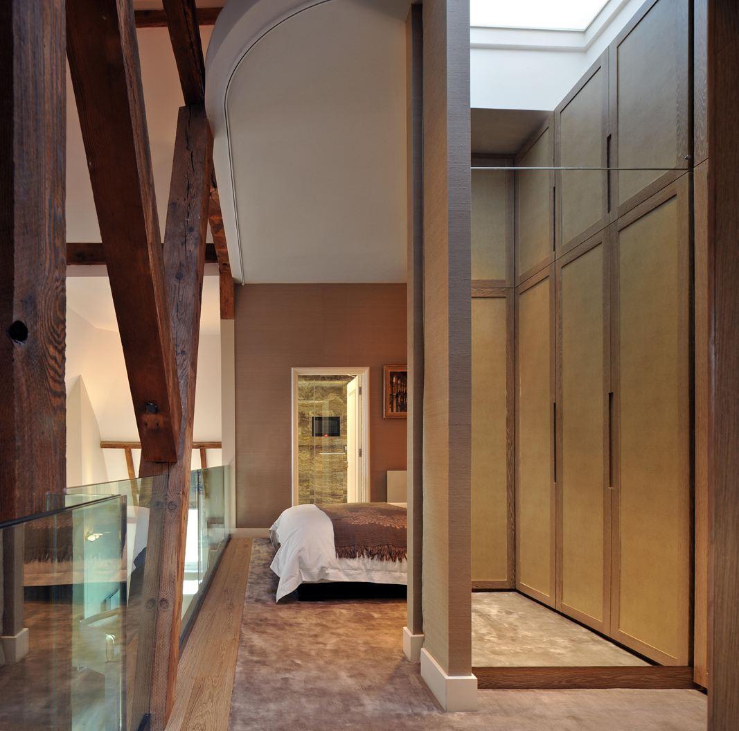 Una casa su tre piani con mansarda for Piani di una casa piani con suite di legge