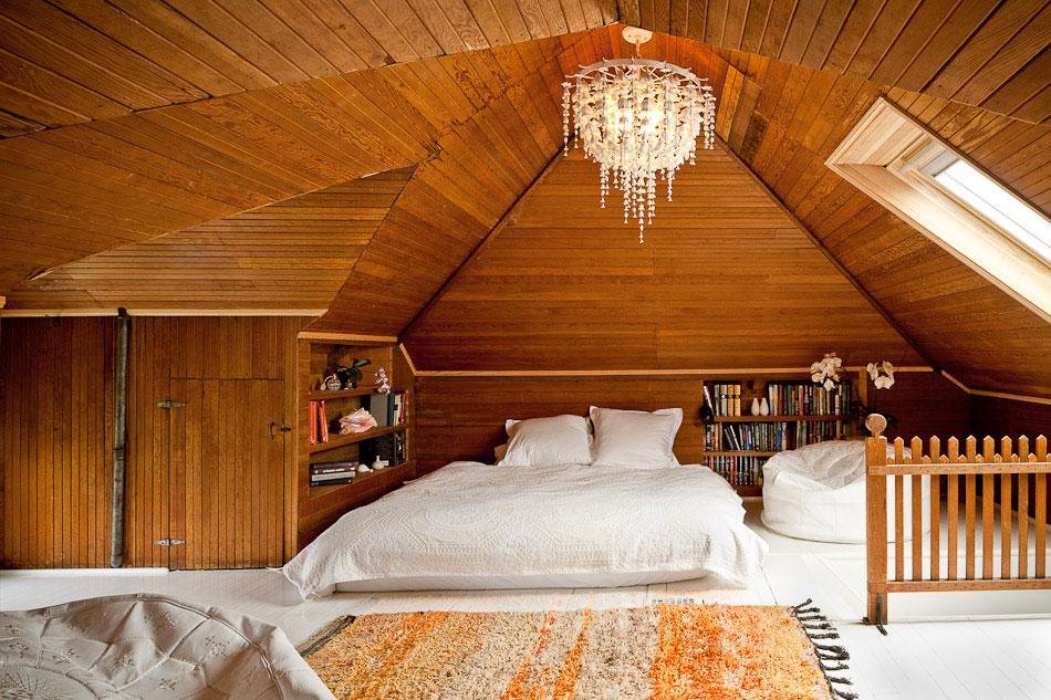 attic-bedroom-furniture