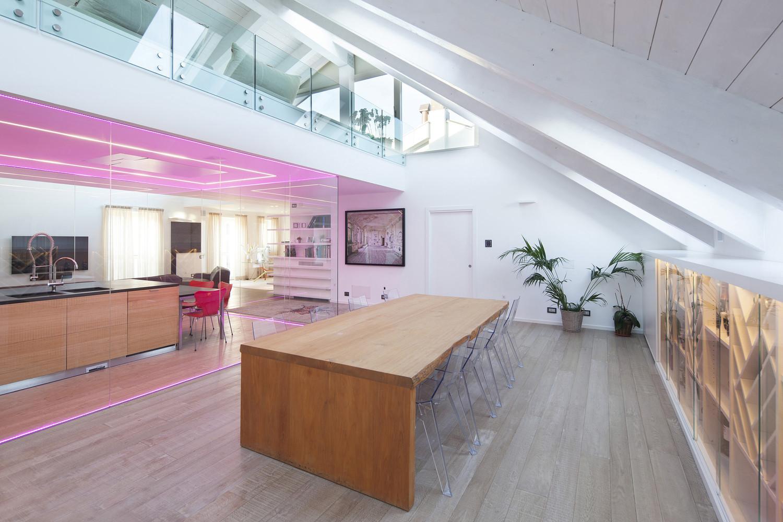 Una mansarda nel palazzo pi bello del mondo for Foto interni case moderne