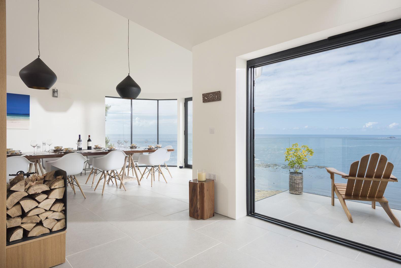 Un loft con vista sul mare for Piano vetrata