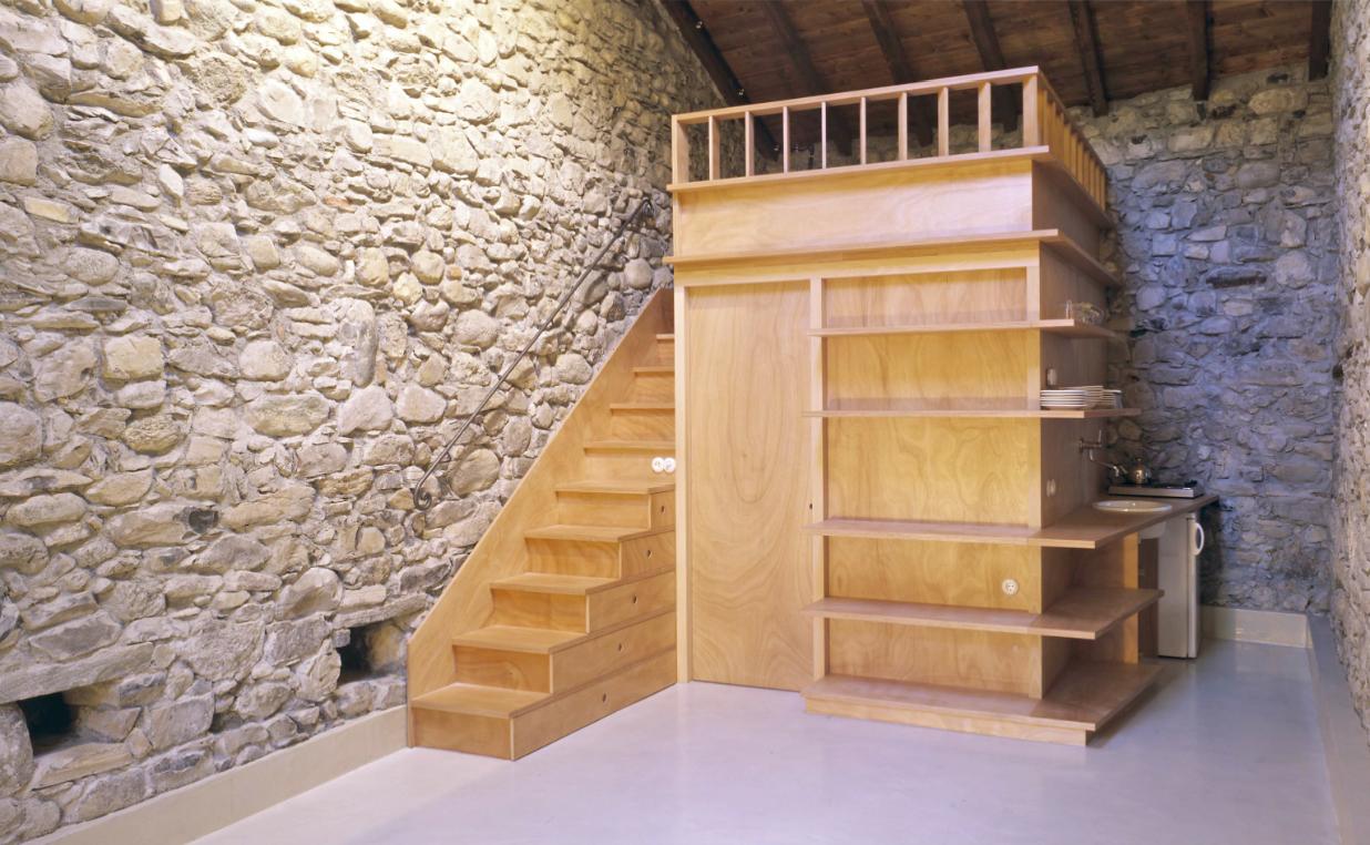 Monolocale con struttura in legno for Piani casa fienile con soppalco