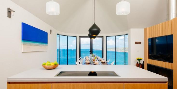 In particolare la cucina gode di una posizione molto favorevole ...