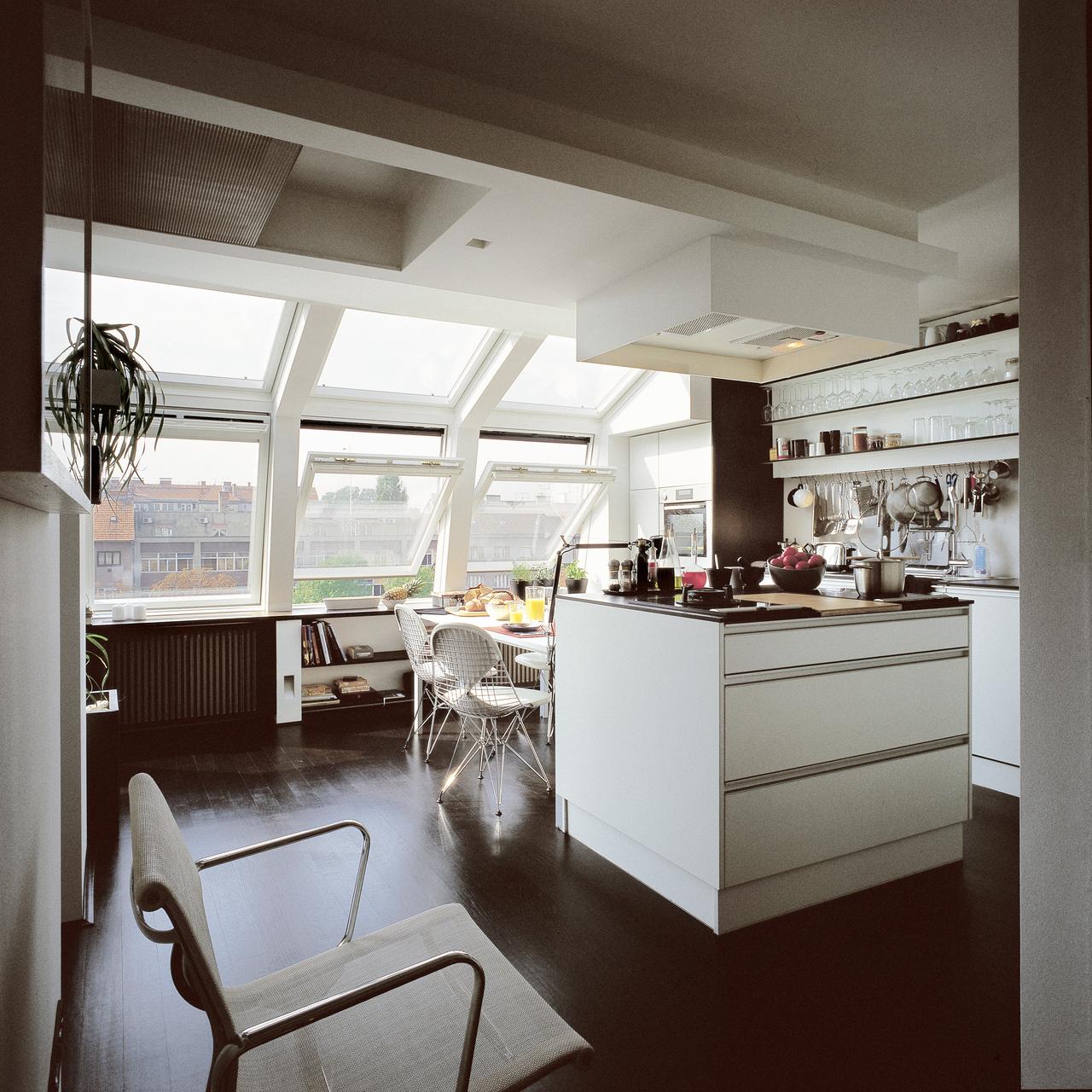 Cucine con isola in mansarda - Cucine con finestra ...