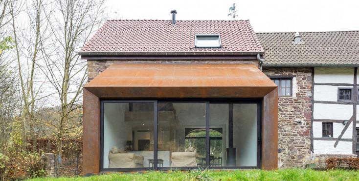 Ristrutturazione e ampliamento di una casa rustica for Ottenere una casa costruita