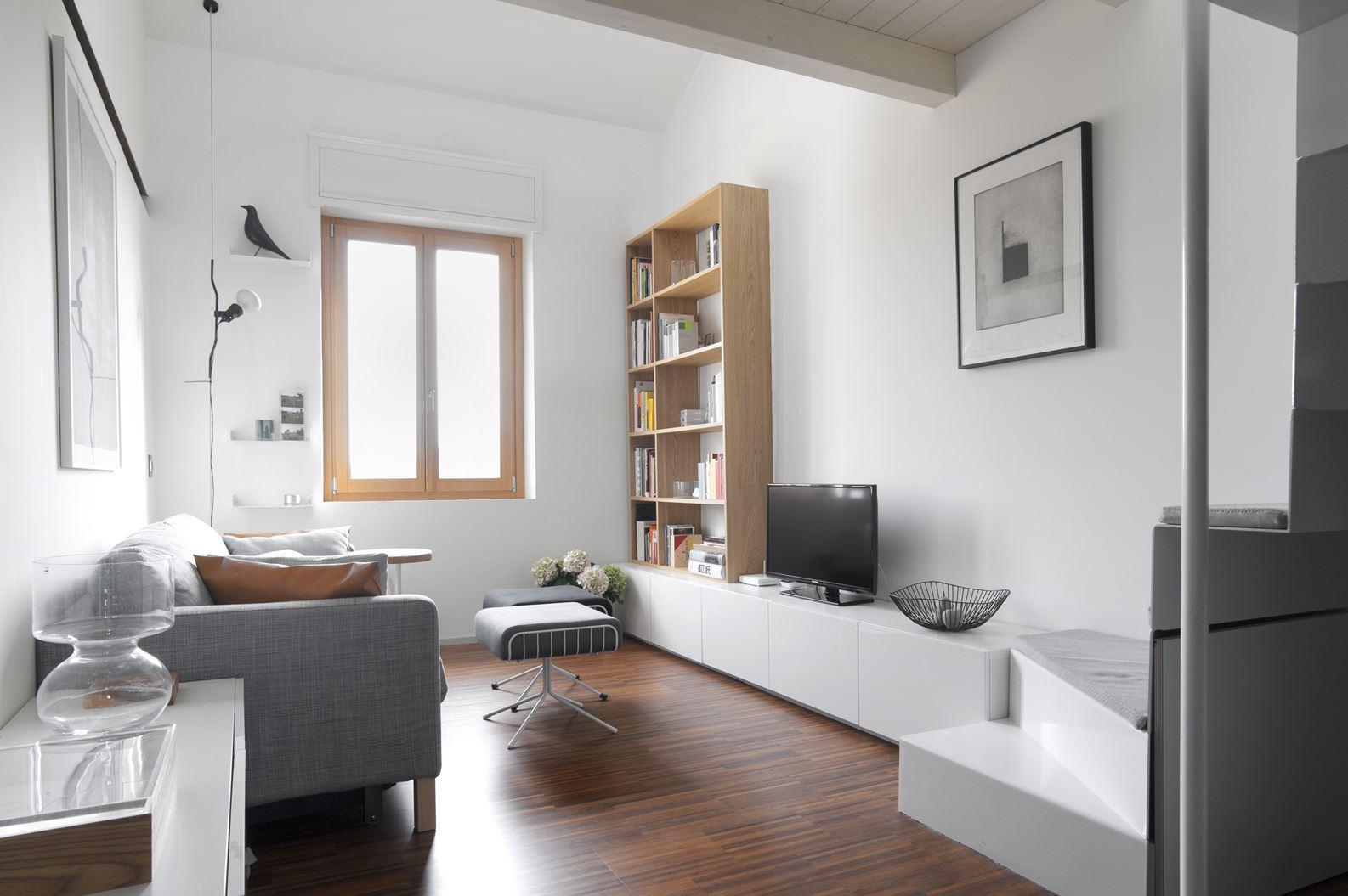 Un appartamento con studio in mansarda - Cucina con soppalco ...