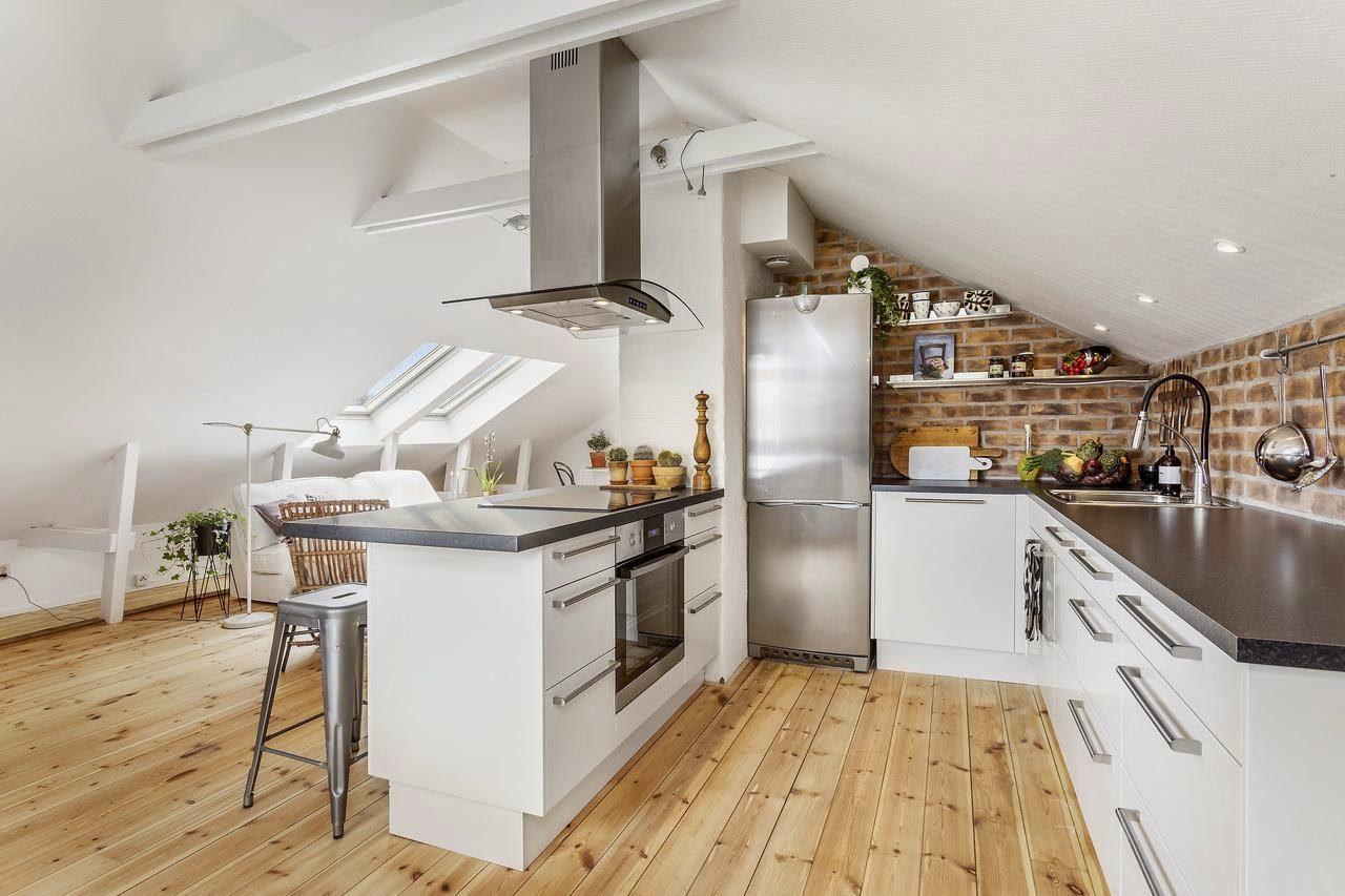 Cucine con isola in mansarda for Arredare parete