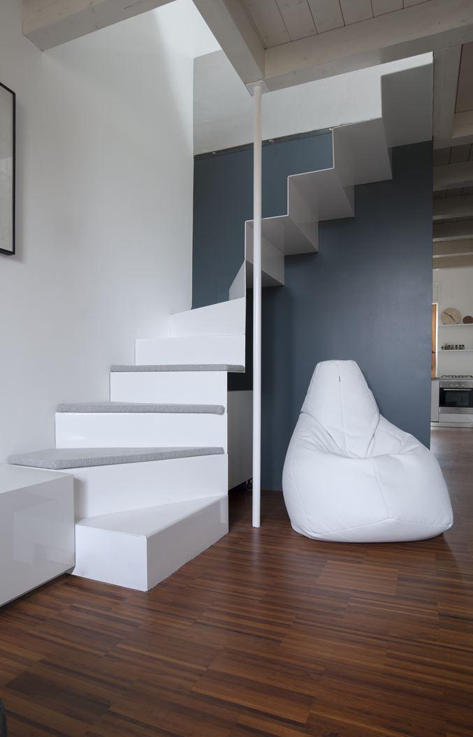Un appartamento con studio in mansarda - Camera da letto con bagno e cabina armadio ...
