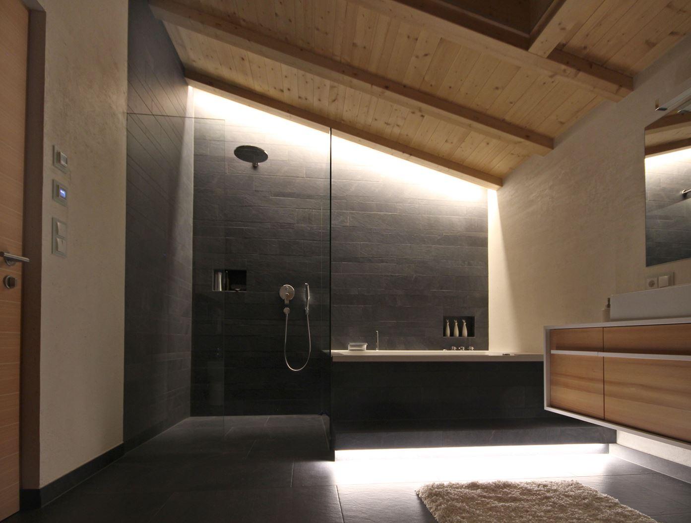 Bagno for Mansarda in legno bianco