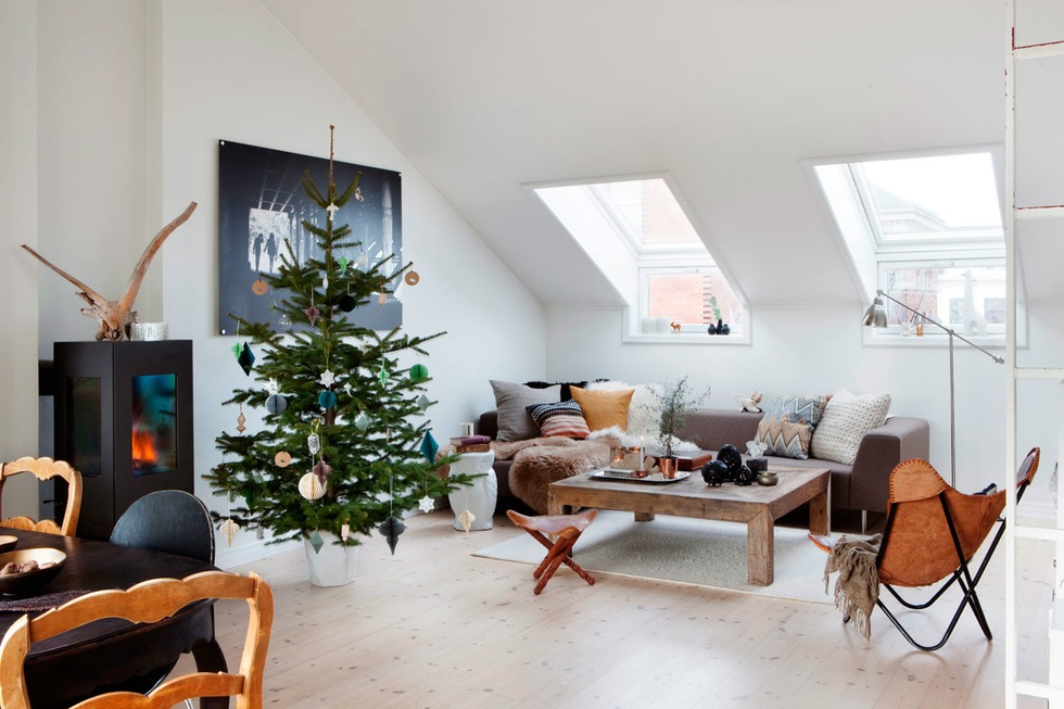 5 idee per decorare la mansarda a natale for Decorare soggiorno natale