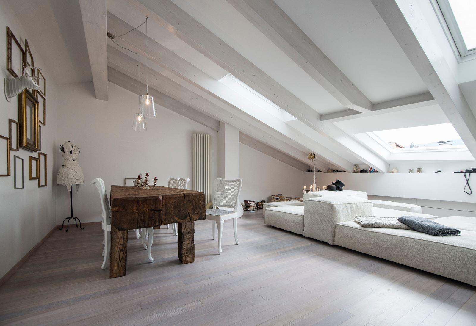 Abbinare bianco e legno in mansarda - Mansarda.it