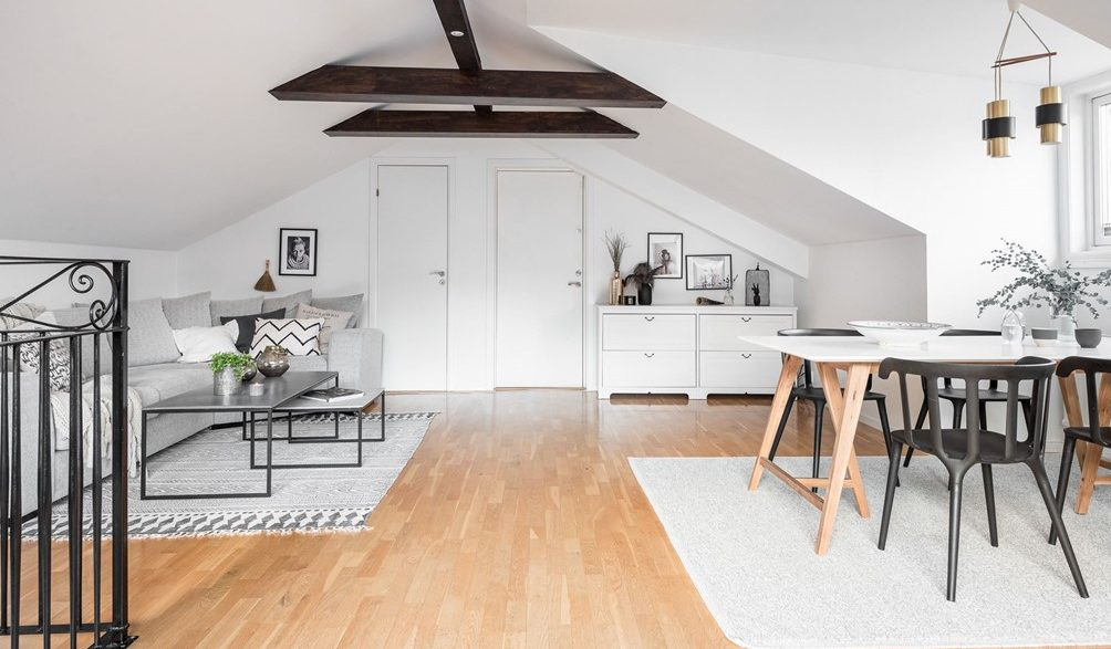 Idee per un soggiorno funzionale in mansarda for Idee per arredare il soggiorno foto